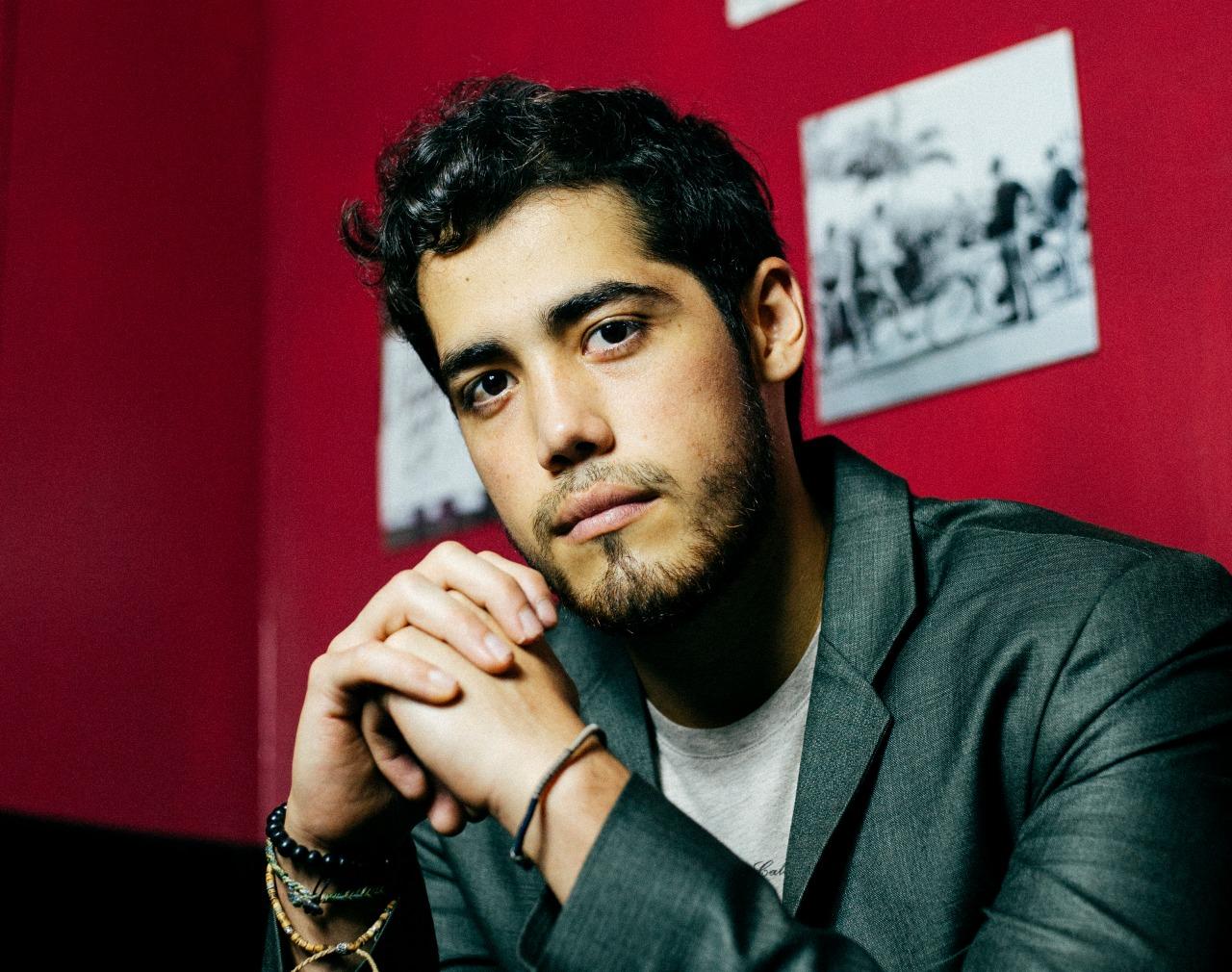 El cantautor guatemalteco Adrián Alburez presenta 'Volverte a ver'
